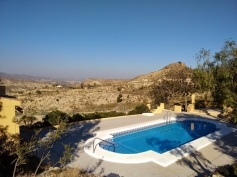 Finca Listonero view over pool